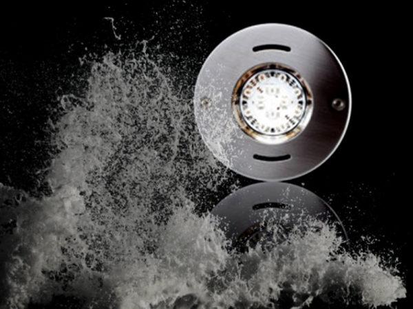 Подводное освещение для бассейнов