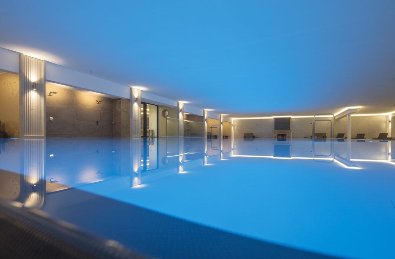 Освещение в бассейне 1
